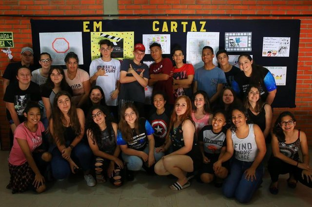 PORTO ALEGRE, RS, BRASIL,20/11/2019- Alunos de escola do bairro Sarandi vão exibir curta-metragens produzidos por eles aos moradores da comunidade. (FOTOGRAFO: TADEU VILANI / AGENCIA RBS)