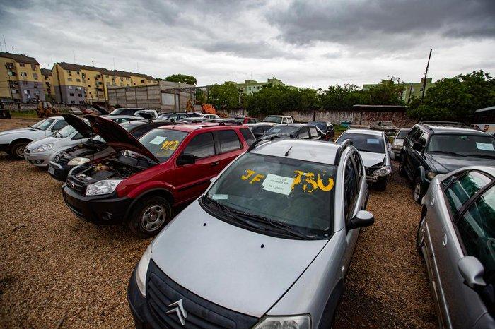 Por preços atrativos, 33 carros e 18 sucatas apreendidos com grupos criminosos serão vendidos
