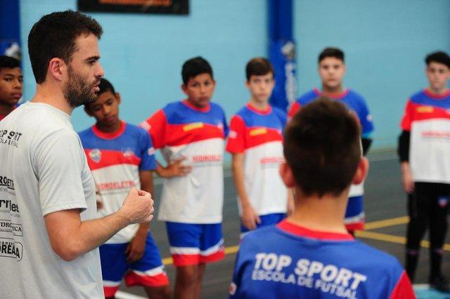 CAXIAS DO SUL, RS, BRASIL, 05/12/2019. A equipe caxiense Top Sport está na decisão da Liga Gaúcha de Futsal, na categoria sub-13. O time comandado pelo técnico Bruno Spritze Stela enfrenta a Uruguaianense, neste domingo, às 11h, no Ginásio Salgado Filho. (Porthus Junior/Agência RBS)