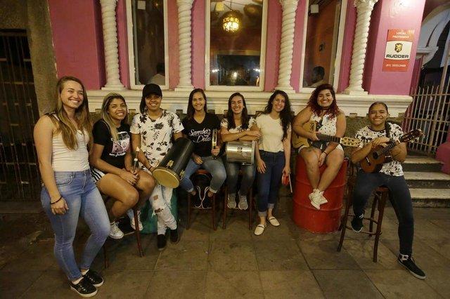 PORTO ALEGRE, RS, BRASIL - 2019.12.03 - Estrelas da periferia, grupo Samba Delas, formado somente por mulheres sambistas. (Foto: ANDRÉ ÁVILA/ Agência RBS)