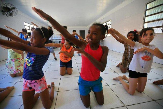 PORTO ALEGRE -RS - BR - 11.12.201925 anos da ONG Renascer Esperança.Aulas de Dança.   Kênia Ferreira Pio (8/de rosa)FOTÓGRAFO: TADEU VILANI - Editoria/Caderno: Diário Gaúcho