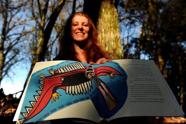 CAXIAS DO SUL, RS, BRASIL. 28/08/2018Alessandra Rech que está lançando o livro infantil insônia dos sabiás. (Lucas Amorelli/Agência RBS)