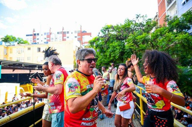 PORTO ALEGRE, RS, BRASIL, 04/02/2018 : Carnaval de Rua - bloco Panela do Samba. Na cidade baixa (Omar Freitas/Agência RBS)Indexador: Omar Freitas