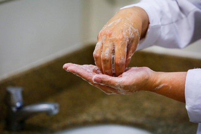 PORTO ALEGRE, RS, BRASIL, 26-02-2020: Dicas de como higienizar corretamente as mãos. (Foto: Mateus Bruxel / Agência RBS)Indexador: Mateus Bruxel<!-- NICAID(14432348) -->