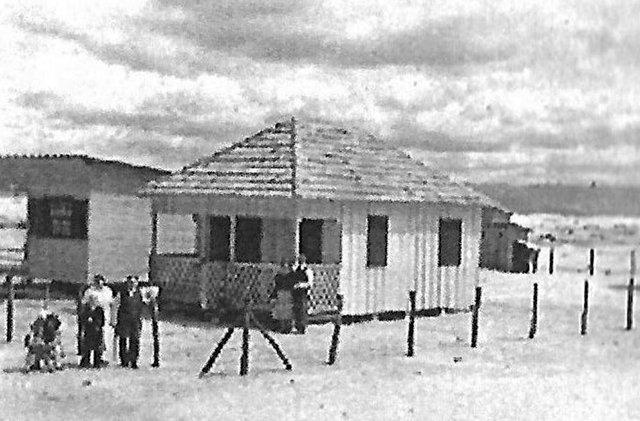 O chalé da familia Wolfgang Schmeling à beira-mar em 1954. <!-- NICAID(14436274) -->