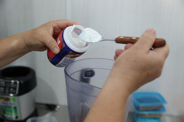 PORTO ALEGRE, RS, BRASIL - 09.03.2020 - Receita do leitor do Diário Gaúcho. Carine, estudante de nutrição, ensina um bolo de moranga, sem glúten. (Foto: Fernando Gomes/Agencia RBS)<!-- NICAID(14444953) -->
