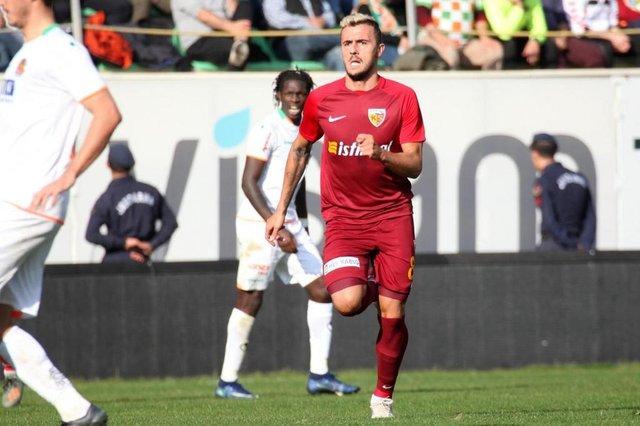 Gustavo Campanharo, 27 anos, ex-jogador do Juventude. Atualmente, está no Kayserispor, equipe da primeira divisão turca.<!-- NICAID(14455276) -->