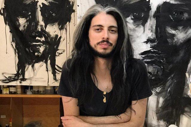 O artista plástico caxiense Christian Dilima, que teve a sua primeir amostra individual da carreira adiada por conta do Coronavírus, conta como tem se virado nos dias de isolamento.<!-- NICAID(14459572) -->