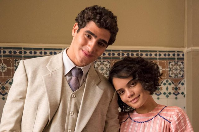 éramos seis, Lúcio (Jhona Burjack) e Inês (Carol Macedo)