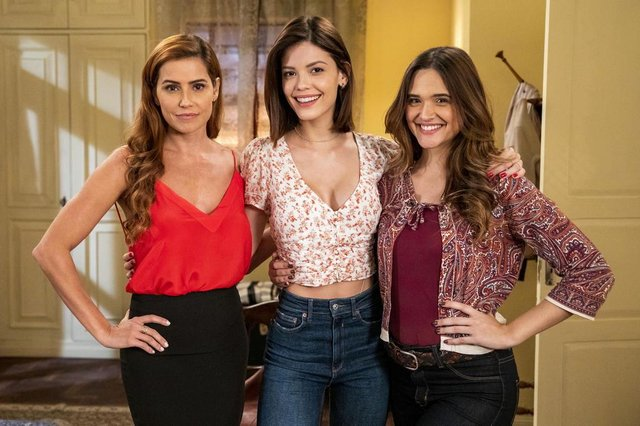 salve-se quem puder, Alexia ( Deborah Secco ), Luna ( Juliana Paiva) e Kyra ( Vitória Strada )