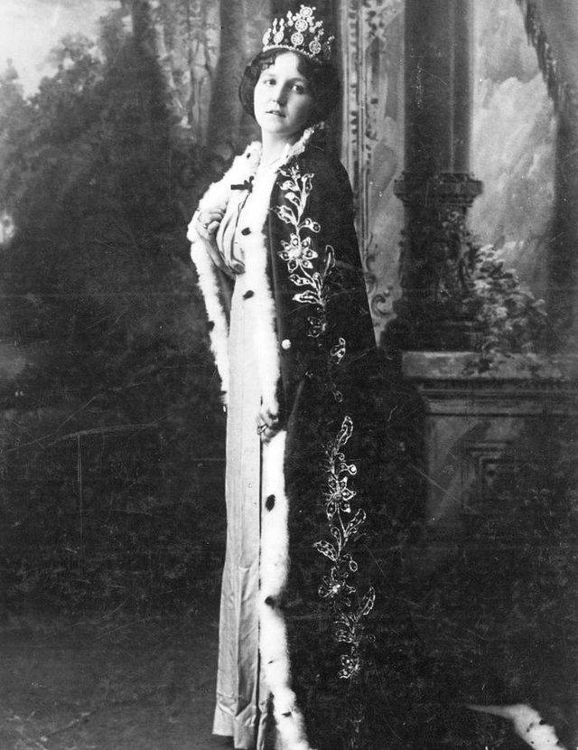 Angelina Rovea em 1914, quando foi rainha do Clube Juvenil<!-- NICAID(14466409) -->