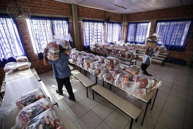 PORTO ALEGRE, RS, BRASIL - 2020.04.03 - Entrega de 592 cestas na Instituição A.C.M Santana. (Foto: ANDRÉ ÁVILA/ Agência RBS)Indexador: Andre Avila