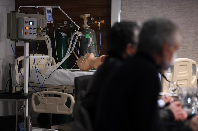 CAXIAS DO SUL, RS, BRASIL, 09/04/2020 - Apresentação do protótipo de ventilador pulmonar que vem sendo produzido por empresas e profissionais voluntários, sob orientação do Hospital Geral e coordenação do Parque de Ciência, Tecnologia e Inovação da Universidade de Caxias do Sul - TecnoUCS. (Marcelo Casagrande/Agência RBS)<!-- NICAID(14473703) -->