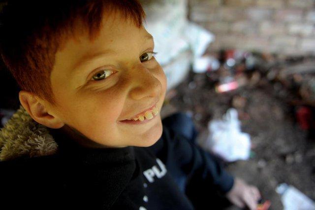 ANTONIO PRADO, RS, BRASIL, 08/04/2020O garoto Leonardo Cambruzzi Maziero de 11 anos, resolveu sair pelas ruas em busca de latinhas para ajudar o hospital da cidade durante a pandemia do coronavírus.O garoto mais novo que aparece em um das fotos é seu irmão mais novo, Eduardo Cmabruzzi Maziero de 4 anos.Tel de contato da família 54 9 9648 6677 ou 9 9182 7449(Lucas Amorelli/Agência RBS)<!-- NICAID(14472041) -->