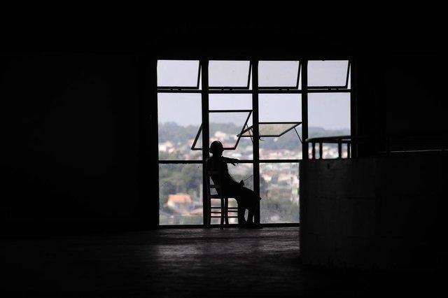 CAXIAS DO SUL, RS, BRASIL (31/03/2020)reportagem ambiental com os moradores de rua que estão abrigados nos pavilhões da Festa da Uva por conta do coronavírus. Na foto, Adair José Ferreira, 40 anos nascido em Porto Alegre mora há 11 anos em Caxias. (Antonio Valiente/Agência RBS)<!-- NICAID(14465807) -->