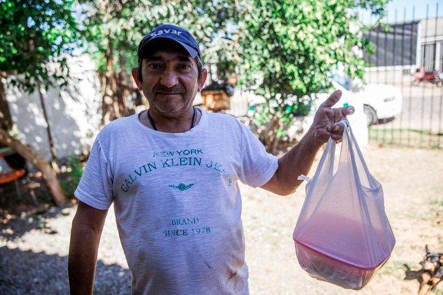 SÃO LEOPOLDO, RS, BRASIL - 15.04.2020 - Desde julho do ano passado, José Carlos oferece, em sua própria residência, um almoço coletivo para as pessoas de sua comunidade que necessitam. Na imagem: Valdecir Klein. (Foto: Omar Freitas/Agencia RBS)Indexador: Omar Freitas<!-- NICAID(14477733) -->