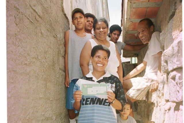 Clélia Rodrigues Braga é a feliz ganhadora do Carro vectra oferecido na promoção da escolha do nome do novo Jornal Popula r Diário Gaúcho do grupo RBS. Clélia é vendedora de Cachrro Quente.#PÁGINA:29#ENVELOPE: 257425#EDIÇÃO: 2ª