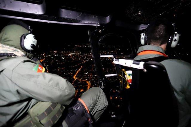 Uma mulher, com identificação não divulgada, foi presa na noite desta quinta-feira (7), em Caxias do Sul, durante operação realizada pelo 12º Batalhão de Polícia Militar (BPM). O patrulhamento com uso de helicóptero foi efetuado com apoio do  Batalhão de Aviação da Brigada Militar (BAvBM). A ação iniciou por volta das 20h e durou cerca de quatro horas.<!-- NICAID(14495516) -->