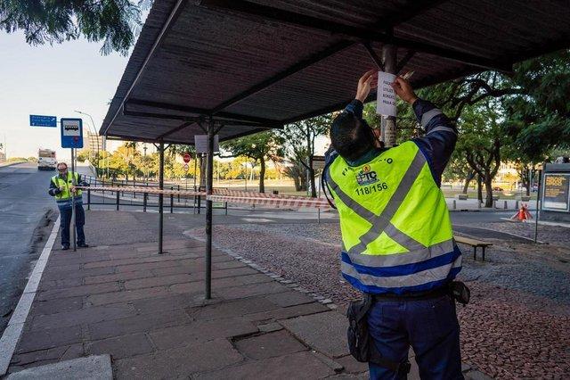 O Viaduto dos Açorianos foi interditado neste domingo, 10, a partir das 8h. A decisão foi tomada pelo prefeito Nelson Marchezan Júnior, por questões de segurança, devido à situação em que se encontra a construção, apresentando graves anormalidades estruturais nos elementos do encontro sul.<!-- NICAID(14496457) -->