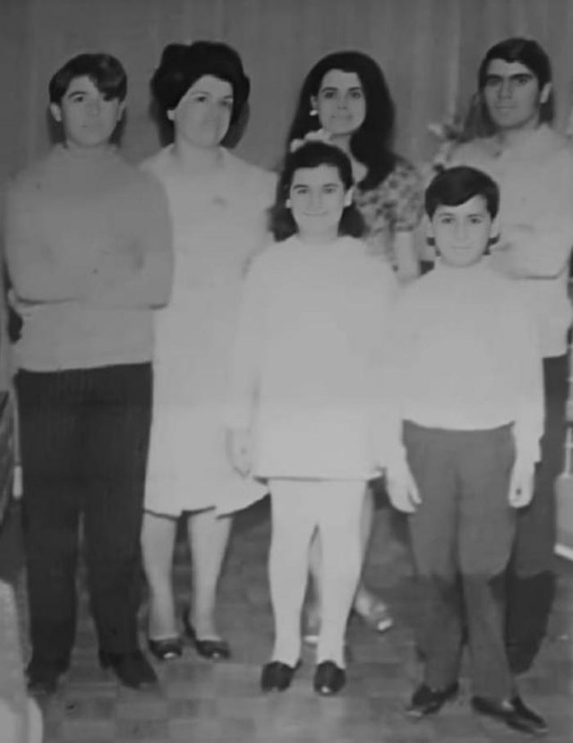 Julitta Goyer Kralik com os filhos. Ela era neta de Pedro Goyer, barceiro que teve atuação em Caxias no início do século 20. Era filha de Julio de Castilhos Goyer.<!-- NICAID(14503120) -->