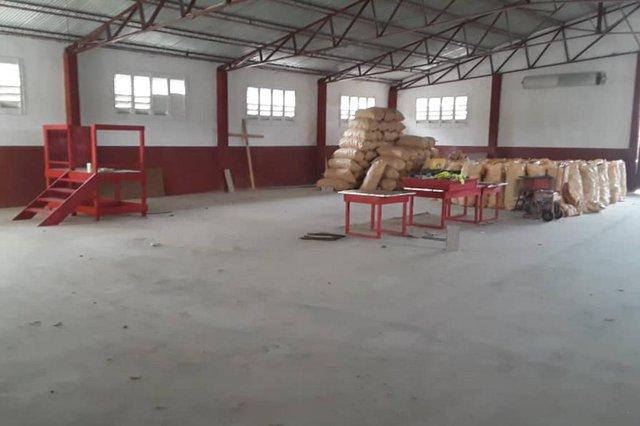Projeto de reciclagem do frei capuchinho caxiense Aldir Crocoli promete transformar a vida de haitianos na capital Porto Príncipe. Material recolhido nas ruas será transformado em telhas e tijolos para construção de casas no país. Na foto, galpão que será utilizado para a produção.<!-- NICAID(14507373) -->