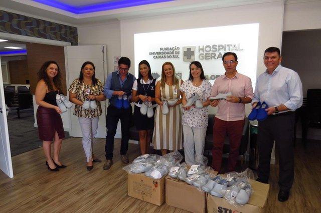 Doações feitas para hospitais da região reverteram em proteção e estrutura. Na foto, doação de sapatos de proteção recebida pelo Hospital Geral de Caxias<!-- NICAID(14506329) -->