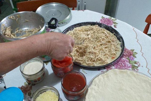 receita do leitor, geny trindade, charqueadas, pizza de frango, receita caseira<!-- NICAID(14518233) -->