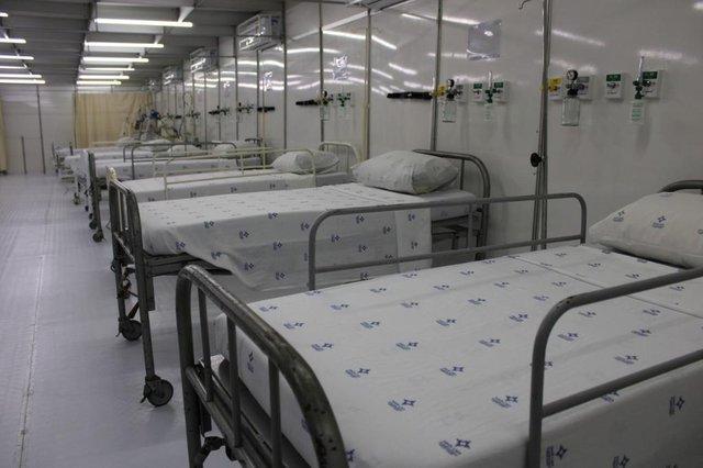 Foi inaugurado na tarde desta quarta-feira (10), em Gravataí, hospital de campanha montado para auxiliar no tratamento especializado aos pacientes diagnosticados com covid-19 e pacientes que apresentarem sintomas gripais, crises respiratórias e casos suspeitos da doença. A estrutura fica nos fundos do Hospital Dom João Becker<!-- NICAID(14519611) -->