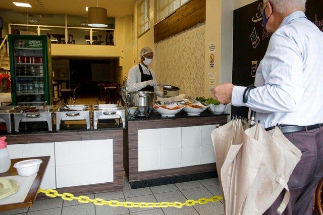 PORTO ALEGRE, RS, BRASIL, 25-06-2020: Restaurante Temperandus, na avenida Venancio Aires. Restaurantes fechados para receber clientes. Estabelecimentos podem apenas oferecer comida para levar. (Foto: Mateus Bruxel / Agencia RBS)Indexador: Mateus Bruxel<!-- NICAID(14531197) -->
