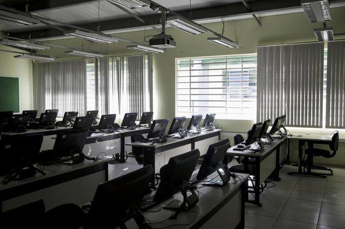 Laboratórios equipados auxiliam na aprendizagem