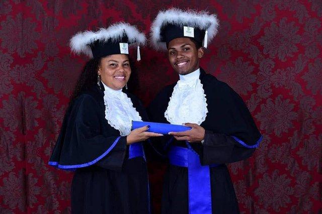 Peterson Willian Silva de Oliveira e Lisandra Soares da Silva, mãe e filho, formaram-se juntos no If-RS - campus restinga