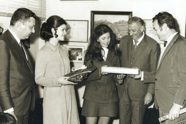 Visita a Brazex em 1970: Livio Gazola, a Miss RS Maria Bernadete Heemann, a Miss Caxias Teonila Alessi, José Ariodante Mattana e Ivo Gazola.<!-- NICAID(14534202) -->