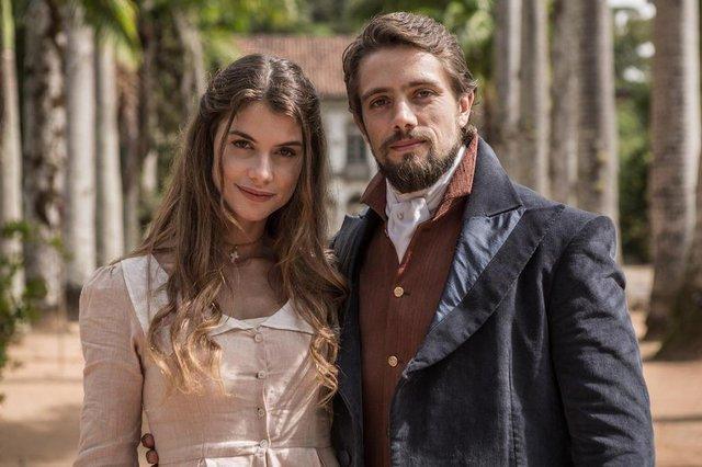 Lívia (Alinne Moraes) e Felipe (Rafael Cardoso)