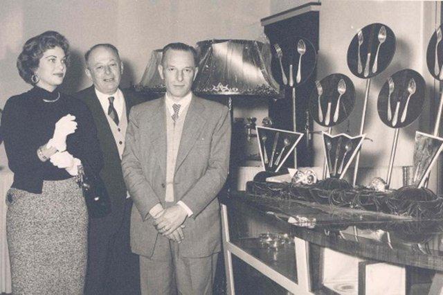 Martha Rocha conhece a prataria da Metalúrgica Abramo Eberle, acompanhada pelos diretores Caetano Pettinelli (ao centro) e Hugo Argenta<!-- NICAID(14542945) -->