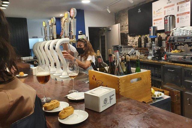 Antonio Milton Natalio tem um restaurante em Irún, na Espanha e fala como estão as regras após as flexibilizações no país.<!-- NICAID(14549843) -->