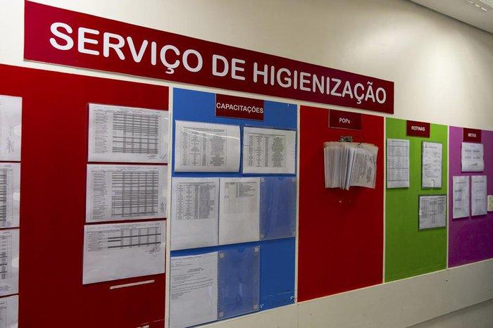Quadro de avisos do serviço de higienização do Hospital Conceição: trabalho precisa ser organizado e eficiente