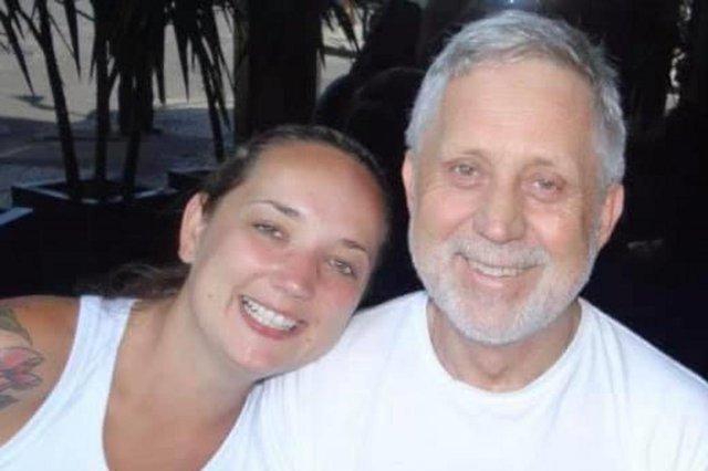 Amigas lançam projeto voltado a idosos de Caxias para amenizar saudades do pai e da mãe que morreram. Na foto, Norberto Gubert com a filha Bárbara Gubert.<!-- NICAID(14579149) -->