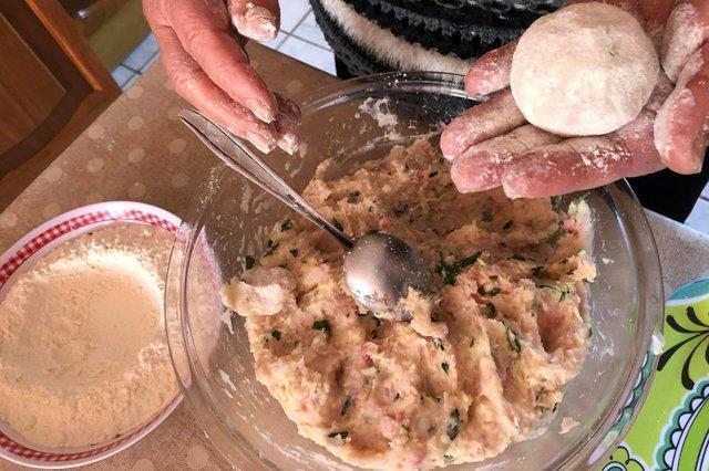 Receita do Leitor, bolinho de aipim, linguiça e queijo, osório, laurita silveira de souza<!-- NICAID(14580903) -->