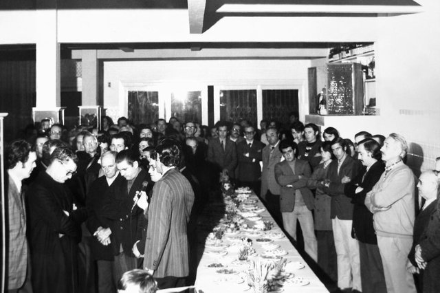 Momento da inauguração do novo espaço da Churrascaria Imperador, em 5 de setembro de 1973. Vê-se o padre Eugênio Giordani, que abençoou o local, o vice-prefeito Mario David Vanin e os empresários Pedro Regalin e Pedro Rizzi, além de convidados e amigos.<!-- NICAID(14584528) -->