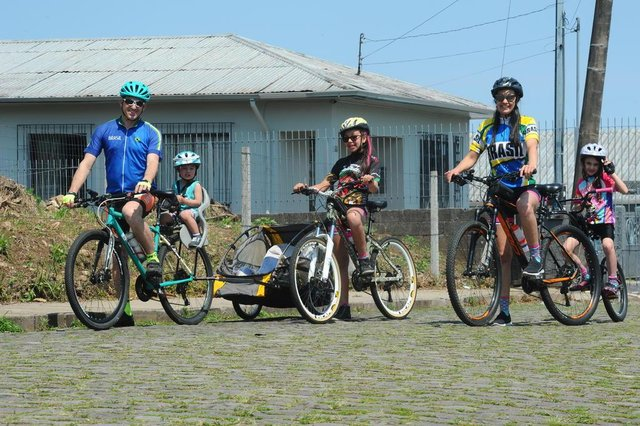 CAXIAS DO SUL, RS, BRASIL (06/10/2020)Pauta sobre a família da Lígia Margot Bentamcor, que irá até Torres de bicicleta no próximo final de semana, para realizar um sonho da filha pequena deles. (Antonio Valiente/Agência RBS)<!-- NICAID(14610260) -->