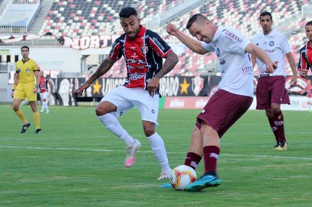 Joinville e Caxias empataram em 1 a 1, na tarde deste domingo, na Arena Joinville, na quinta rodada da Série D.<!-- NICAID(14613971) -->