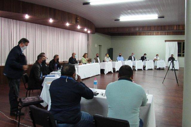 Debate de candidatos com distritos de Santa Lúcia do Piaí e Vila Oliva.<!-- NICAID(14616016) -->