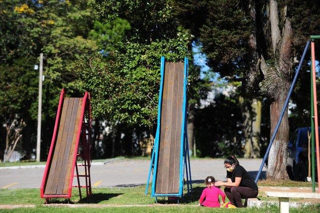 CAXIAS DO SUL, RS, BRASIL, 16/10/2020. O bairro Santa Catarina é o que mais tem casos confirmados de covid-19 e o que mais tem registro de óbitos causados pela doença. Na foto, Kriskelem Moraes, 24 anos. (Porthus Junior/Agência RBS)<!-- NICAID(14618836) -->