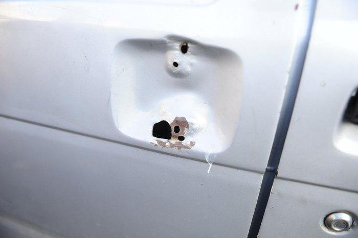 Porta no lado do carona estava sem trinco - o que coincide com imagens obtidas por câmeras