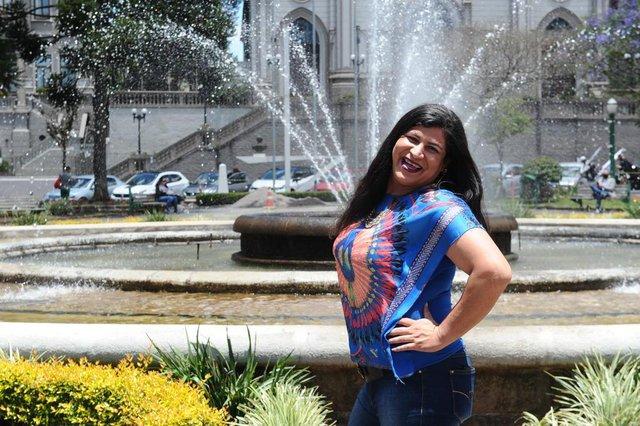 CAXIAS DO SUL, RS, BRASIL (20/11/2020)mulher trans Núbia Gonçalves na Praça Dante Alighieri. Ela sempre atuou na noite com shows de transformista. Case da reportagem sobre os 20 anos da Parada Livre de Caxias do Sul. (Antonio Valiente/Agência RBS)<!-- NICAID(14648997) -->