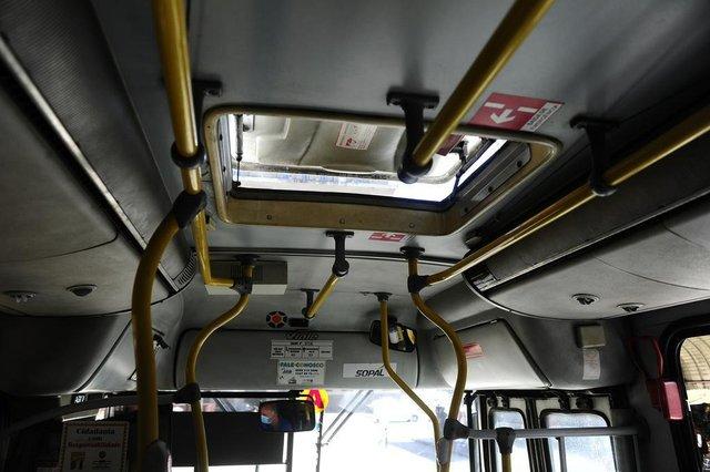 PORTO ALEGRE,RS,BRASIL.2020,11,25.Ar condicionado dos ônibus coletivo,não podem serem ligados,deviddo a decreto da pandemia.(RONALDO BERNARDI/AGENCIA RBS).
