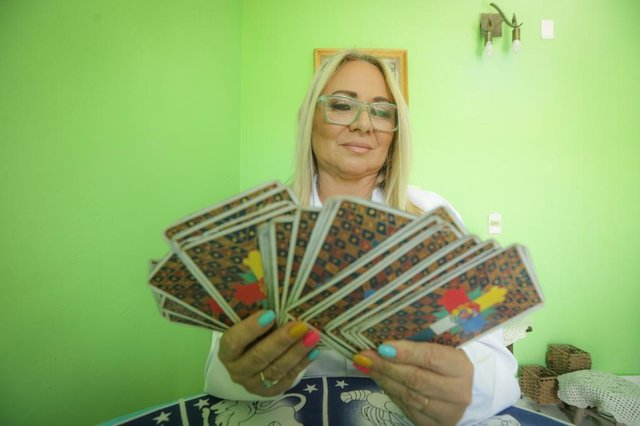PORTO ALEGRE, RS, BRASIL - 21.12.2020 - A taróloga e astróloga Carmen Porto fará previsões para 2021, pauta tradicional do Diário Gaúcho. (Foto: Isadora Neumann/Agencia RBS)Indexador: ISADORA NEUMANN<!-- NICAID(14674050) -->