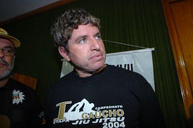 zol - zpapagaio ao ser preso, em 2006 - papagaio - fuga - 21102007