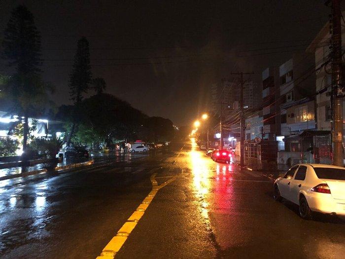 Registro de chuva na Rua Albion, na zona leste de Porto Alegre
