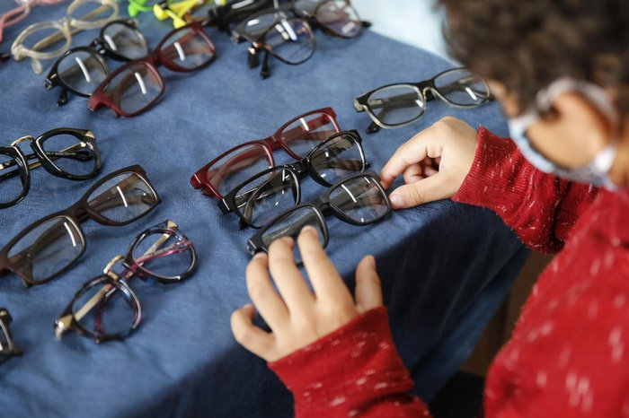 Em 30 dias, os beneficiários da iniciativa poderão buscar os óculos